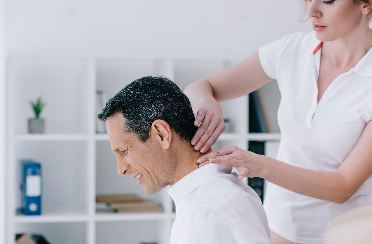 should I see a chiropractor or physiotherapist for neck pain